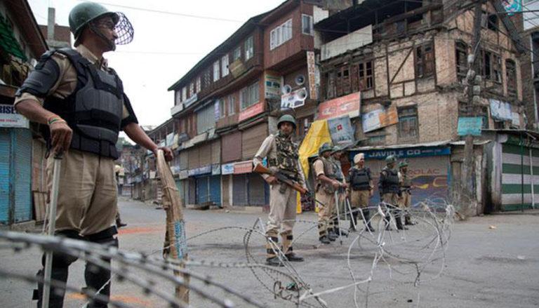 कैसे कश्मीर में रात को छापे मार कर बच्चों को उठाया जा रहा है।