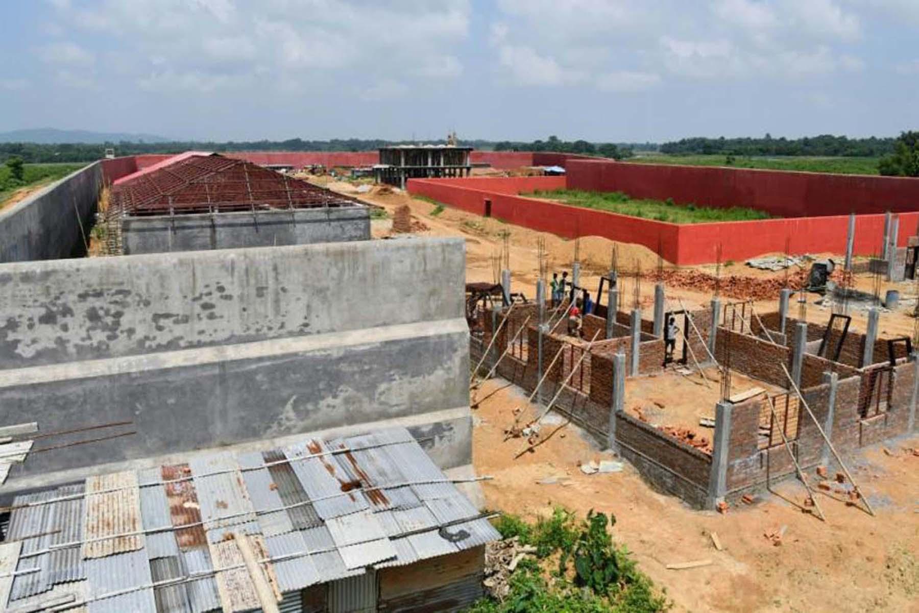 असम NRC : गोलपाड़ा में सबसे बड़ा डिटेंशन सेंटर निर्माणाधीन है, 10 और डिटेंशन सेंटर्स प्रस्तावित।