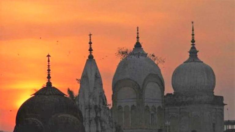 बंगाल में ध्वस्त मंदिर को फिर से बनाने के लिए मुसलमानों ने धन जुटाकर कराया निर्माण, मौलवी ने किया मंदिर का उद्घाटन।