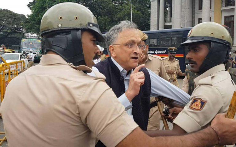 असली 'टुकड़े टुकड़े गैंग' दिल्ली में बैठे भारत के शासक है : इतिहासकार रामचंद्र गुहा।