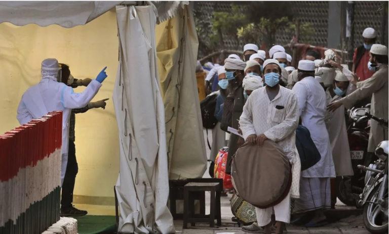 भारत में मुसलमान होना खतरनाक होता जा रहा था, फिर 'कोरोना' आ गया।
