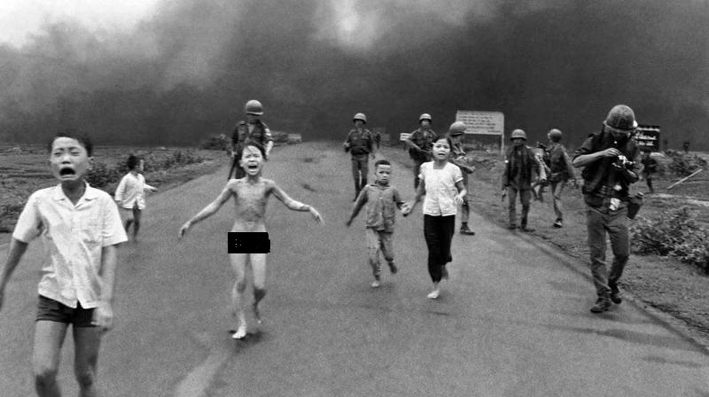 अमरीका-वियतनाम युद्ध की बर्बरता की प्रतीक 'नेपाम गर्ल' के फोटो के पीछे की कहानी।